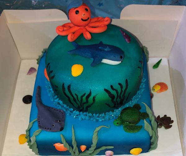 An ocean-theme cake made by Dawn Tharpe