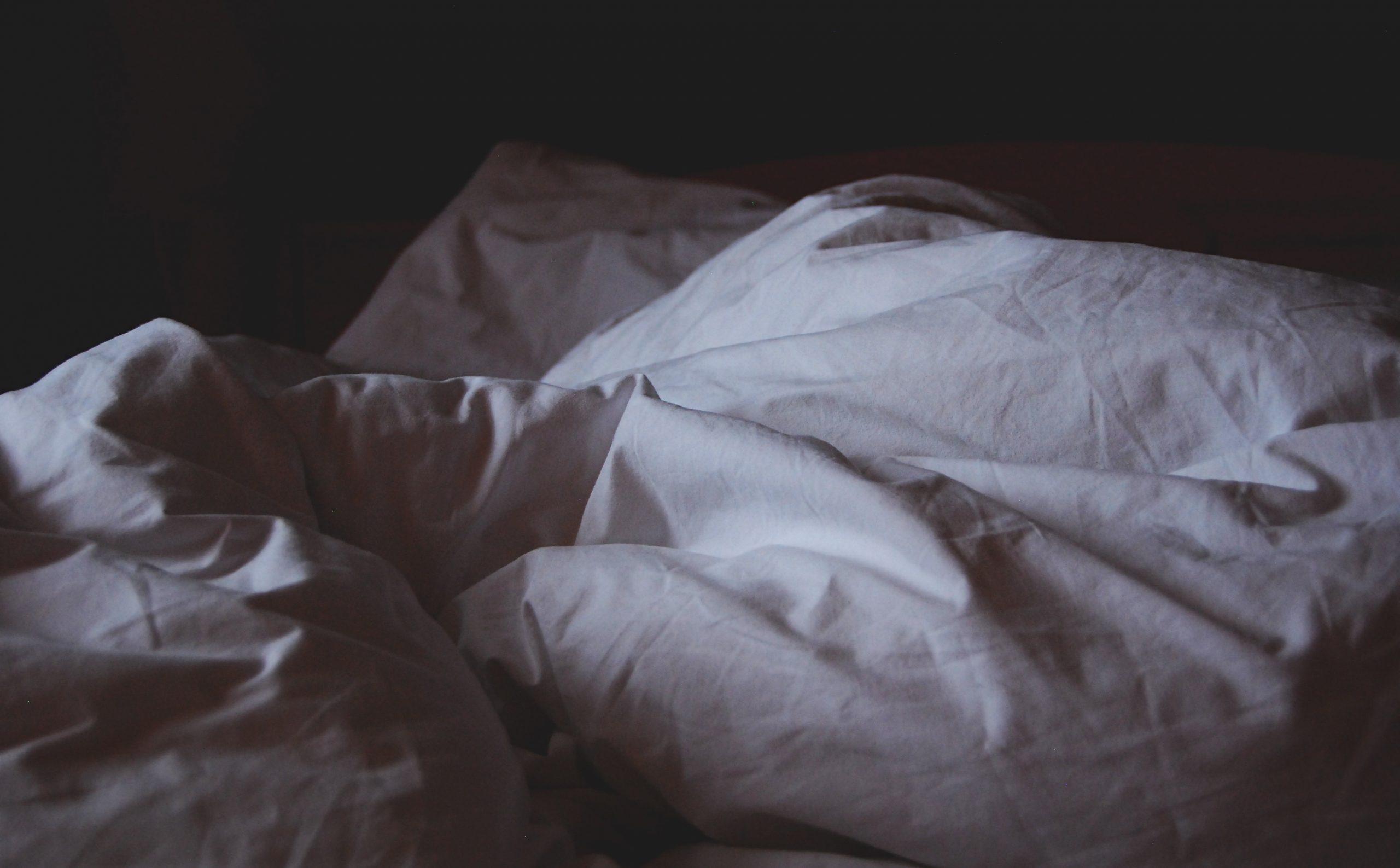White crumpled blankets