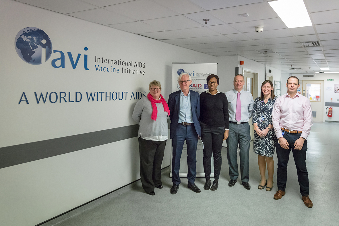 Sir Norman Lamb with Dr Julia Makinde, Dr Jill Gilmour and colleagues at the IAVI Human Immunology Laboratory in 2018