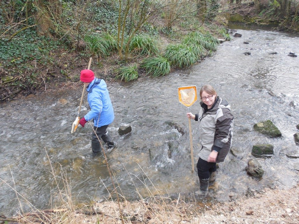 Eileen and Polly prepare to demonstrate kick-sampling in the Corfe River