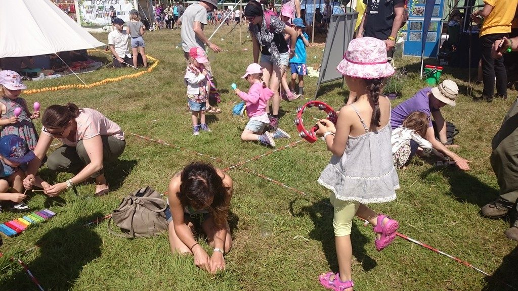 Earthworm charming at Latitude Festival