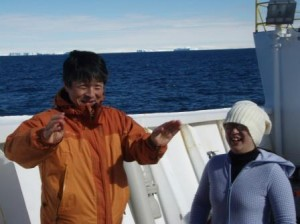 My colleagues Masao Iwai (Japan, paleontologist) and Masako Yamane (Japan, sedimentologist) enjoy the nice weather today. In the background you can see icebergs, which are grounded on the continental shelf, as well as the Antarctic ice sheet.